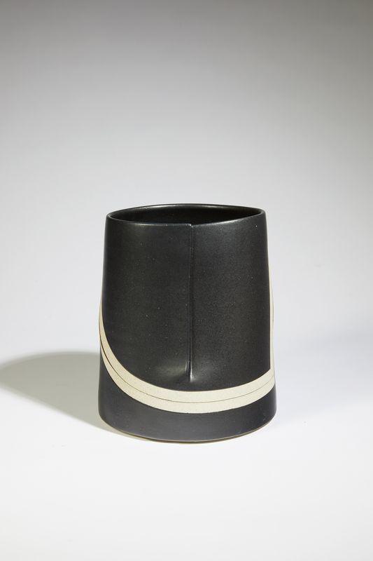 Gustavo Perez - Seau émaillé noir.2 _ Galerie Arcanes l Arts Décoratifs XXe - Art Contemporain Paris