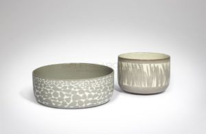 Coupe et bassin ivoire et gris, céramique circa 2010 | Valérie Hermans