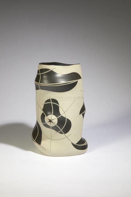 Gustavo Perez - Vase incisé noir et blanc _ Galerie Arcanes l Arts Décoratifs XXe - Art Contemporain Paris