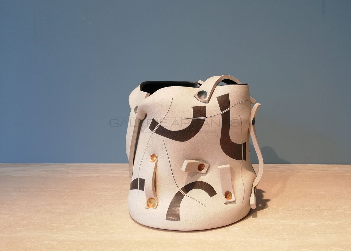 Gustavo Perez - Vase seau à panse mouvementée et rubans 1 _ Galerie Arcanes l Arts Décoratifs XXe - Art Contemporain Paris