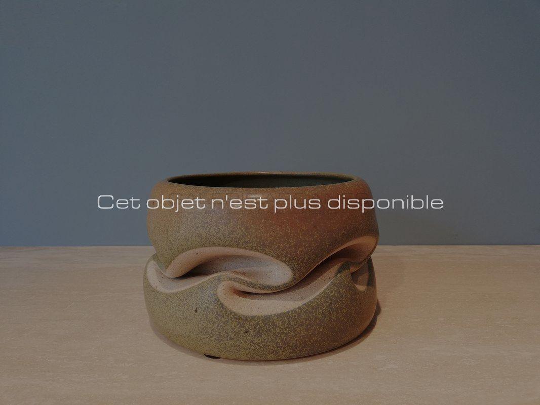 Non-disponibles-Gustavo-Perez-Coupe-plissée-vert-mousse-_-Galerie-Arcanes-l-Arts-Décoratifs-XXe-Art-Contemporain-Paris_-Galerie-Arcanes-l-Arts-Décoratifs-XXe-Art-Contemporain-Paris
