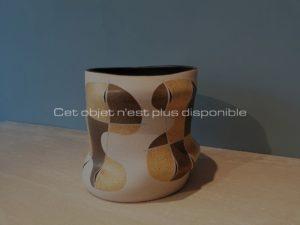 Vase seau à panse mouvementée, grès, 2012 | Gustavo Perez