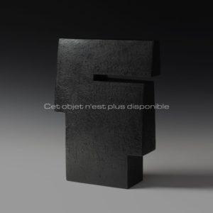 Contenir le vent «la 8-VI», sculpture céramique à couverte noire | Brigitte Marionneau