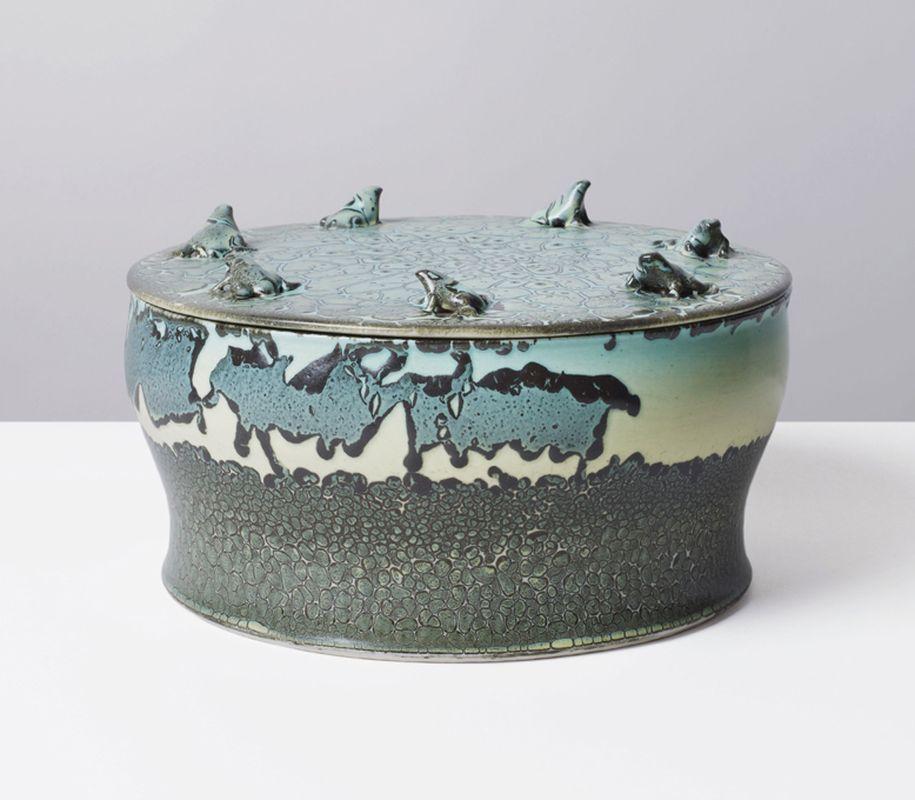 2012-05- Collaboration avec Maison Gérard NY. Jean Girel. Porcelaines - Boite grenouilles_ Galerie Arcanes l Arts Décoratifs XXe - Art Contemporain Paris