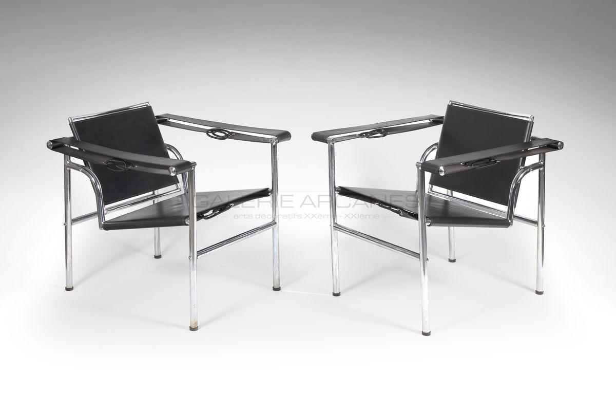 Le Corbusier - Fauteuils LC1. Métail et cuir noir. Edition embru_ Galerie Arcanes l Arts Décoratifs XXe - Art Contemporain Paris