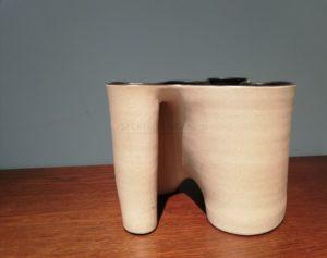 Vase polymorphe, grès sable, 2013 | Gustavo Perez