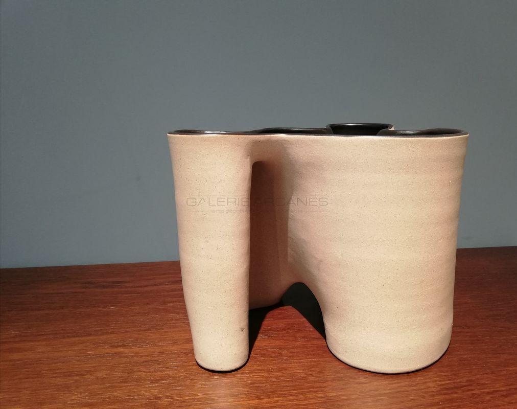Gustavo-Perez-Céramique-trois-réceptacles-_-Galerie-Arcanes-l-Arts-Décoratifs-XXe-Art-Contemporain-Paris