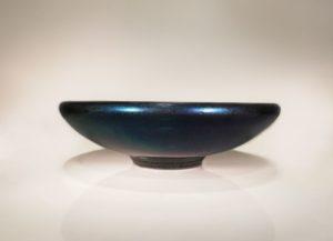 Large coupe évasée bleu nuit irisé, 2019 | Jean Girel