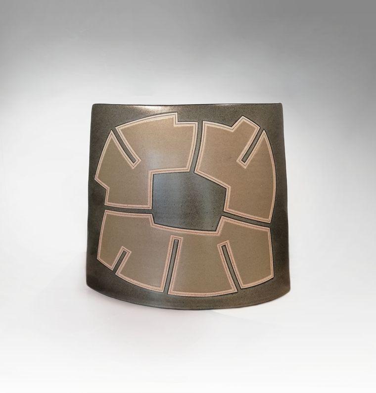 Gustavo Perez - Grand méplat gris_ Galerie Arcanes l Arts Décoratifs XXe - Art Contemporain Paris