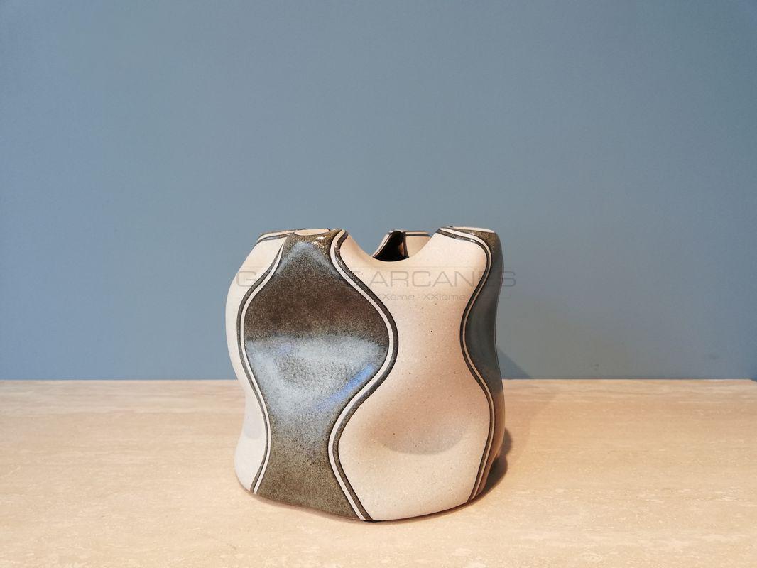 Gustavo-Perez-Vase-à-col-pincé-quadrilobé_-Galerie-Arcanes-l-Arts-Décoratifs-XXe-Art-Contemporain-Paris