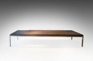 Longue table basse, pierre noire et acier, circa 1960 | Poul Kjaerholm