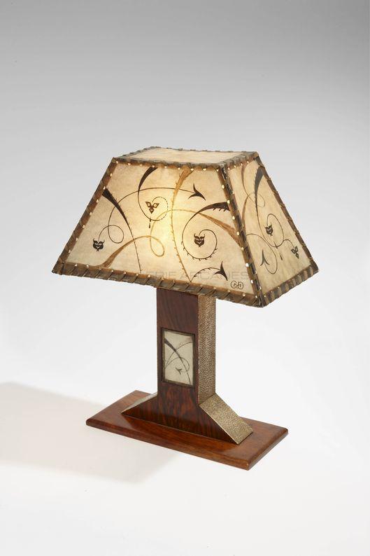 Dominique - Petite lampe de table galuchat et parchemin décoré2_ Galerie Arcanes l Arts Décoratifs XXe - Art Contemporain Paris