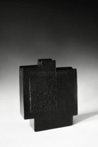 « Contenir le vent – la 12-VI », sculpture céramique à couverte noire | Brigitte Marionneau