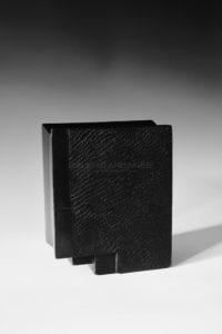 Contenir le vent «la 12-XI», céramique à couverte noire | Brigitte Marionneau