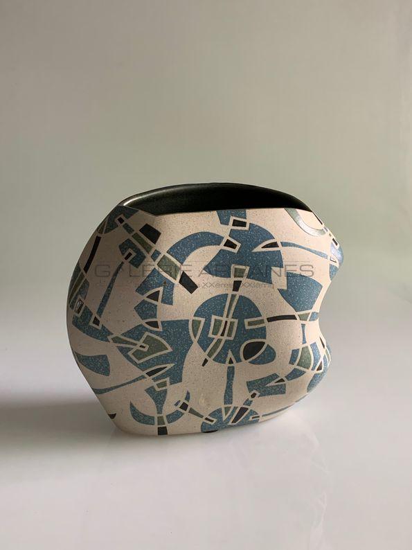 Gustavo Perez - Vase polyforme décor géométrique -2_ Galerie Arcanes l Arts Décoratifs XXe - Art Contemporain Paris