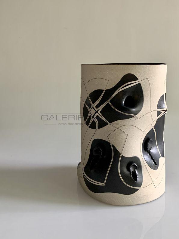Gustavo Perez - Vase polymorphe incisé déchiré_ Galerie Arcanes l Arts Décoratifs XXe - Art Contemporain Paris