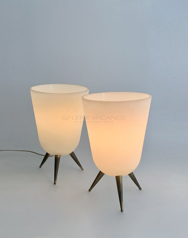 Jean Perzel - Lampes tripode verre opalin_ Galerie Arcanes l Arts Décoratifs XXe - Art Contemporain Paris